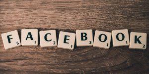 Facebook Aktie News - Facebook als Wort geschrieben aus Bausteinen - Beitragsbild