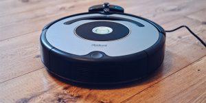 iRobot Aktie News - Beitragsbild mit Haushalts Roboter