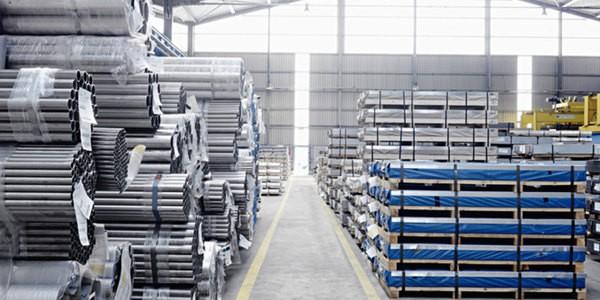 Klöckner Aktie Lager mit Stahl