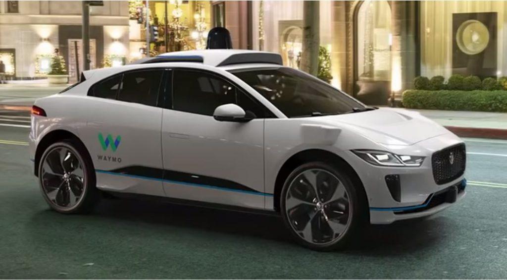 Alphabet Aktie - Autonomes Fahren Auto von Waymo und Jaguar fährt auf Straße