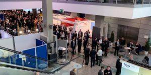 Fondskongress Mannheim 2019 - Lobby mit Gästen der Veranstaltung