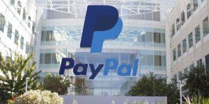 PayPal Aktie - PayPal Logo vor Firmen Headquarter