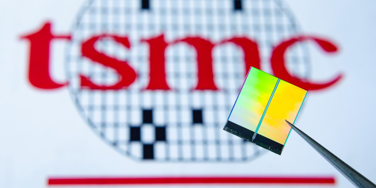 TSMC Chipindustrie - TSMC Logo mit Chip im Vordergrund