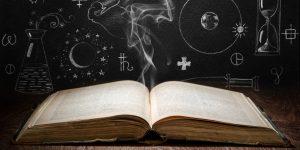 KI Aktien - Künstliche Intelligenz - Aufgeschlagenes Buch und Formeln im Hintergrund