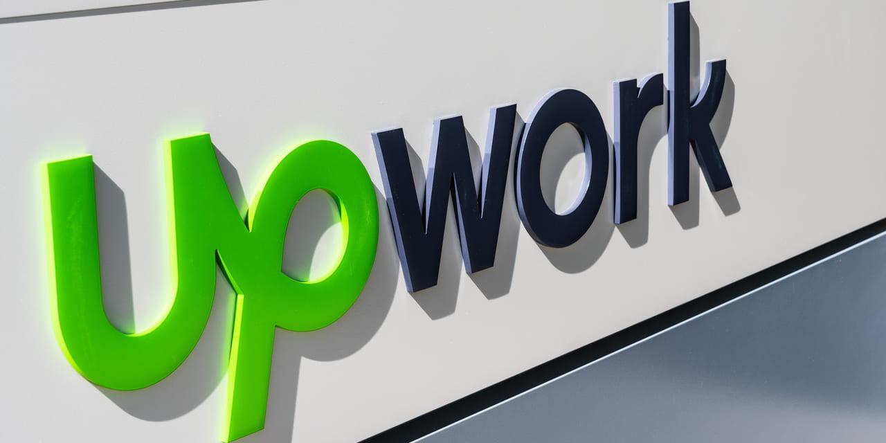 Upwork Aktie - Logo von Upwork auf Gebäude