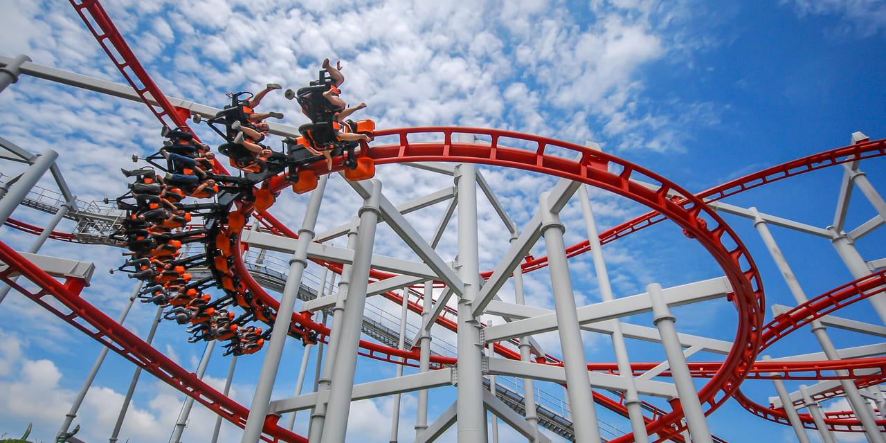 Nutanix Aktie Achterbahnfahrt - Bild von Achterbahn in einem Freizeitpark