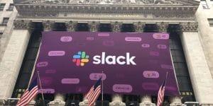 Slack Aktie - Bild von Slack Banner an der New York Stock Exchange Wertpapierbörse