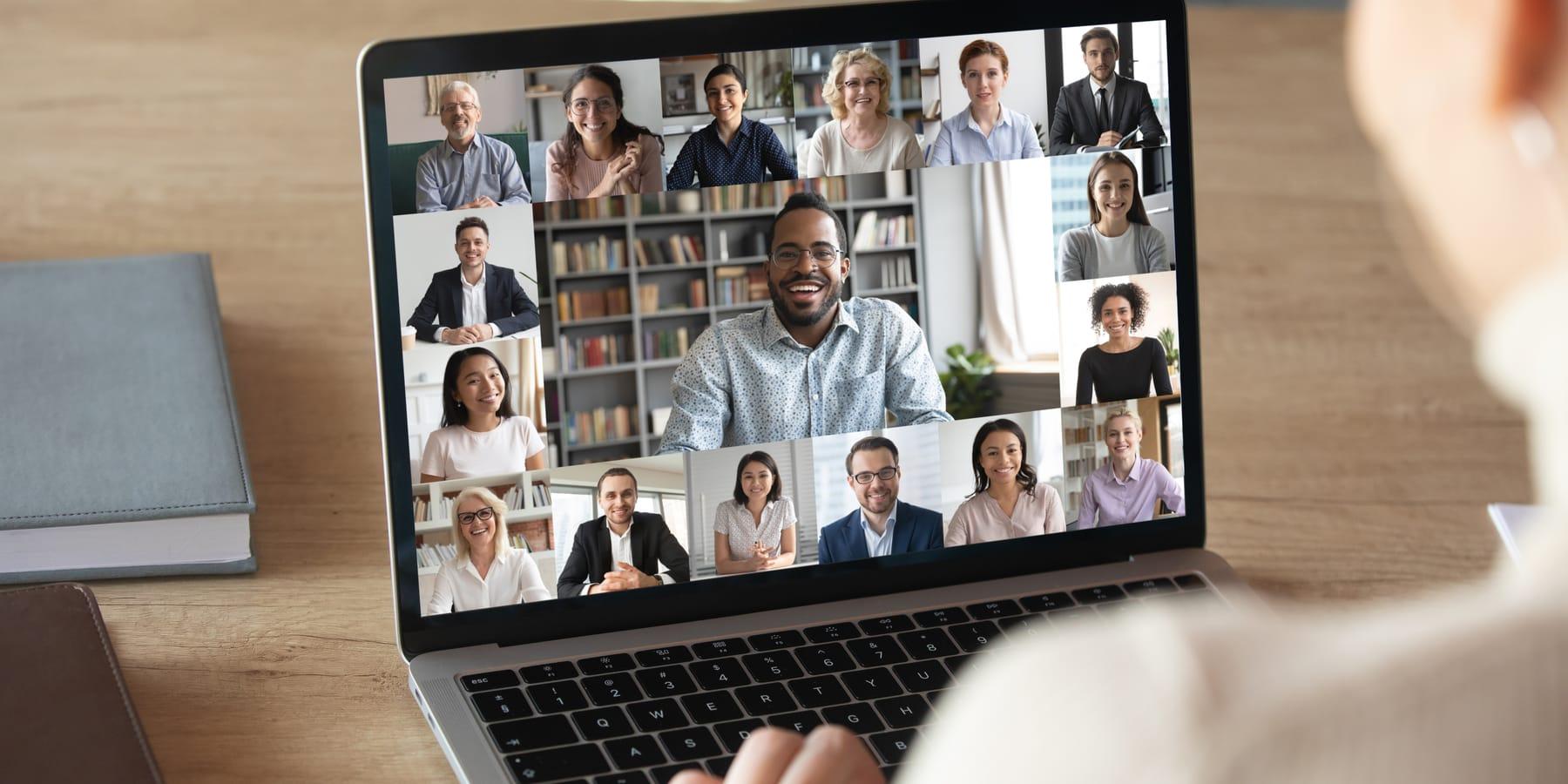 Agora Aktie - Bild von Videokonferenz mit vielen Personen auf dem Bildschirm