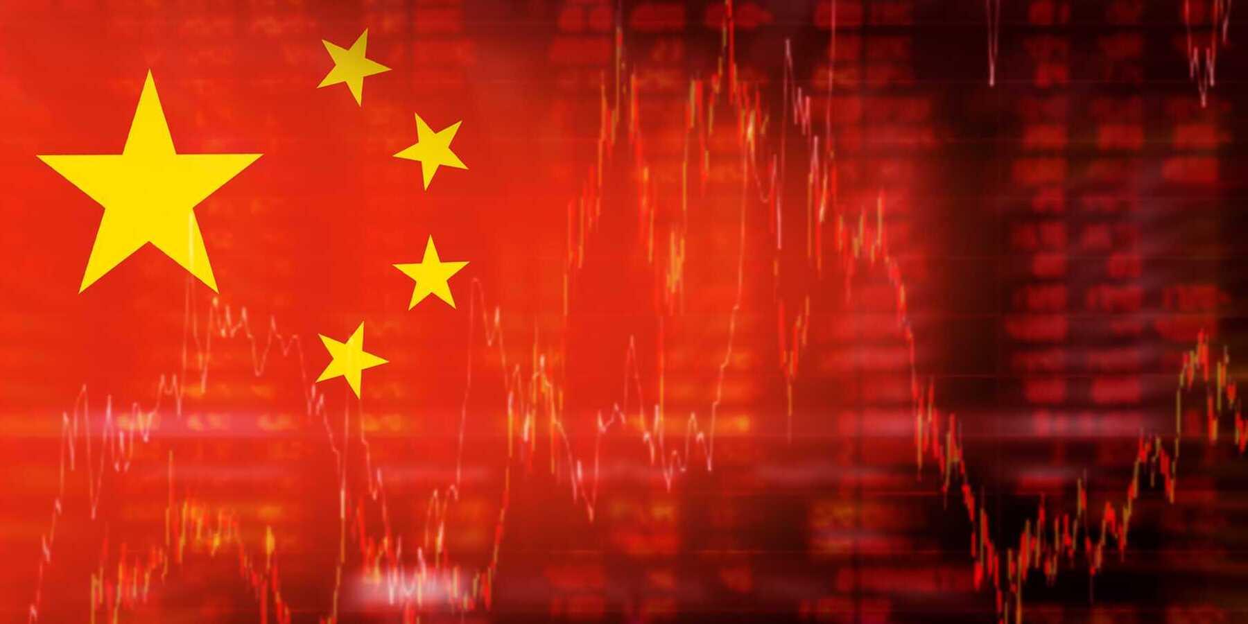 China bändigt seine Digitalgiganten - Chinesische Flagge auf rotem Hintergrund mit Kurschart Daten